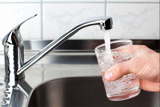 warm kraanwater drinken