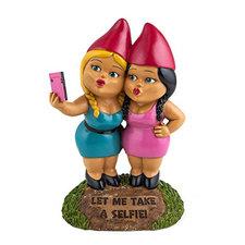 Selfie sisters tuinkabouter