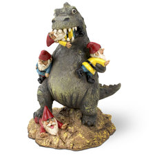 The massacre garden gnome, T-rex eet tuinkabouters