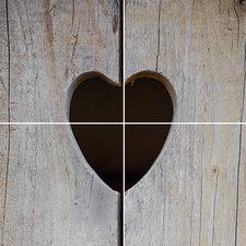 Foto tegelsticker 15x15 'houten deur met hart' 30x30 cm hxb